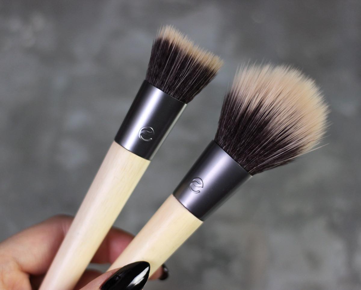 ECOTOOLS Seamless Stippling brush / Sheer Blush brush
