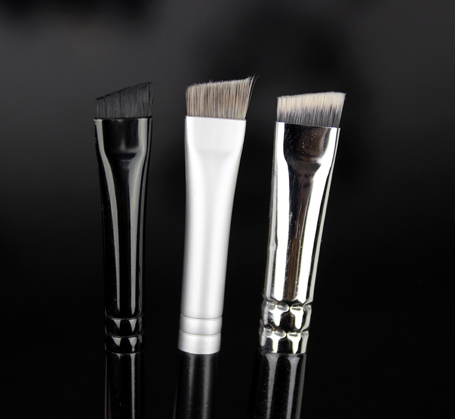 Illamasqua Angeld brush / LARÉNIM / Zoeva Brow Line
